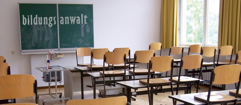 Bildungsrecht - Tafel mit Klassenzimmer
